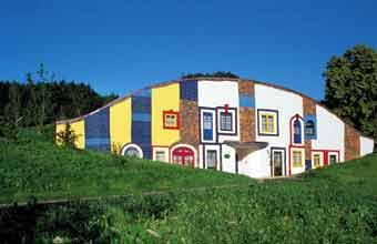 Augenschlitzhaus Hundertwassr-Therme