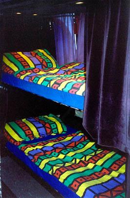 Hundertwasser-Bus mit Tournee Ausstattung