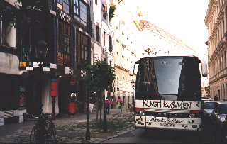 Hundertwasser-Bus in front of the KunstHausWien